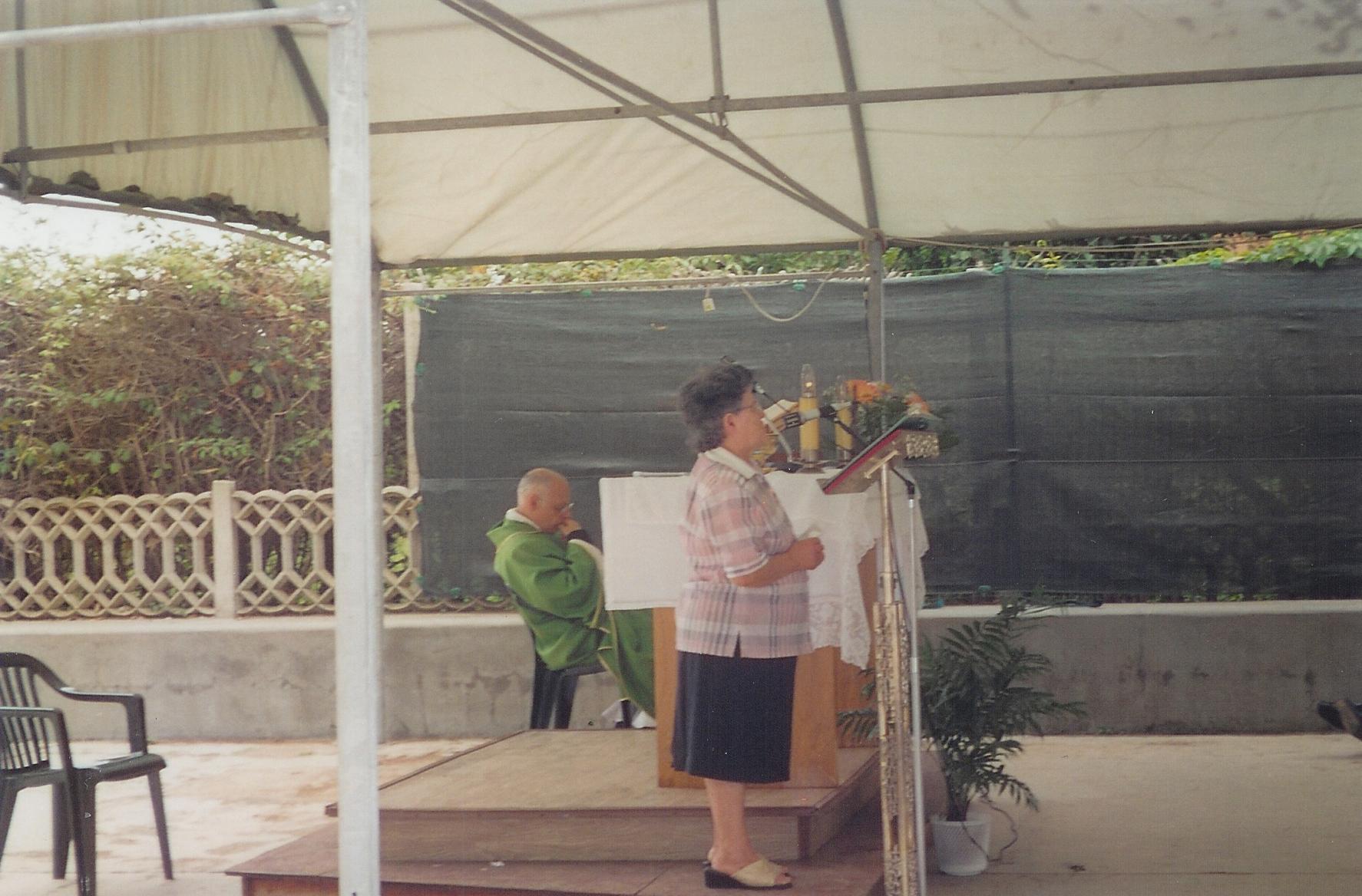 28/08/2005Toccante quanto imprevista testimonianza, alla fine della santa messa, di una madre il cui figlio è stato salvato da Nicola da un giro di droga