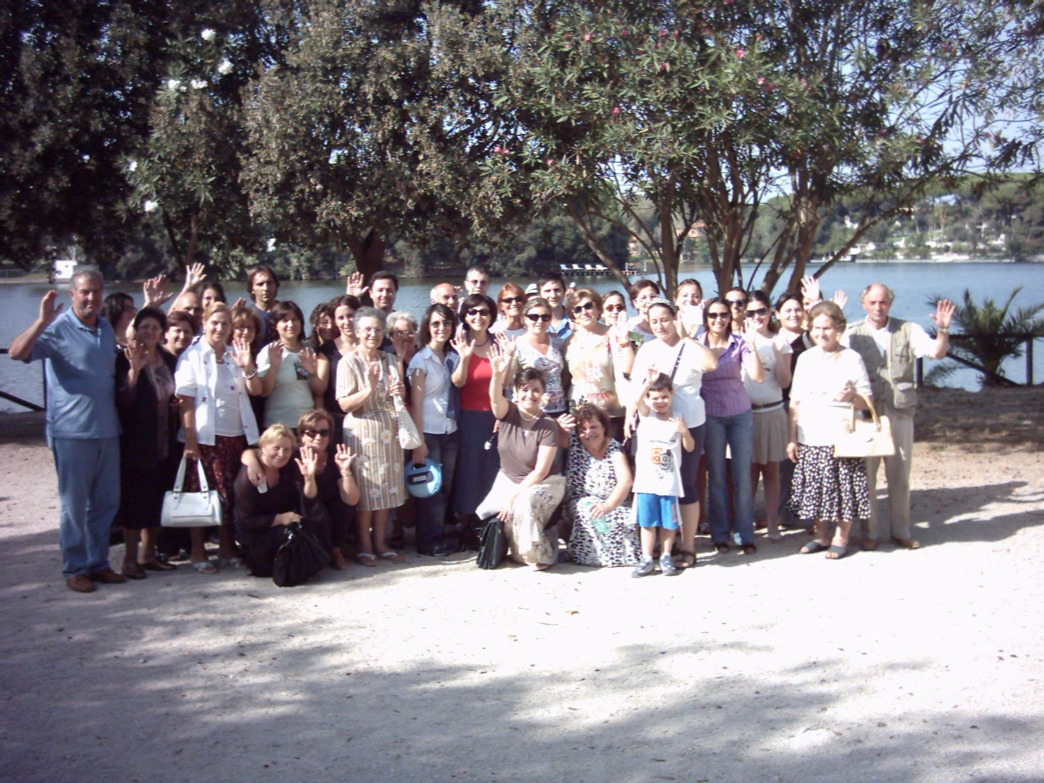 28/08/2006Alcuni amici di Nicola, dopo la santa messa alla Sorresca di Sabaudia.